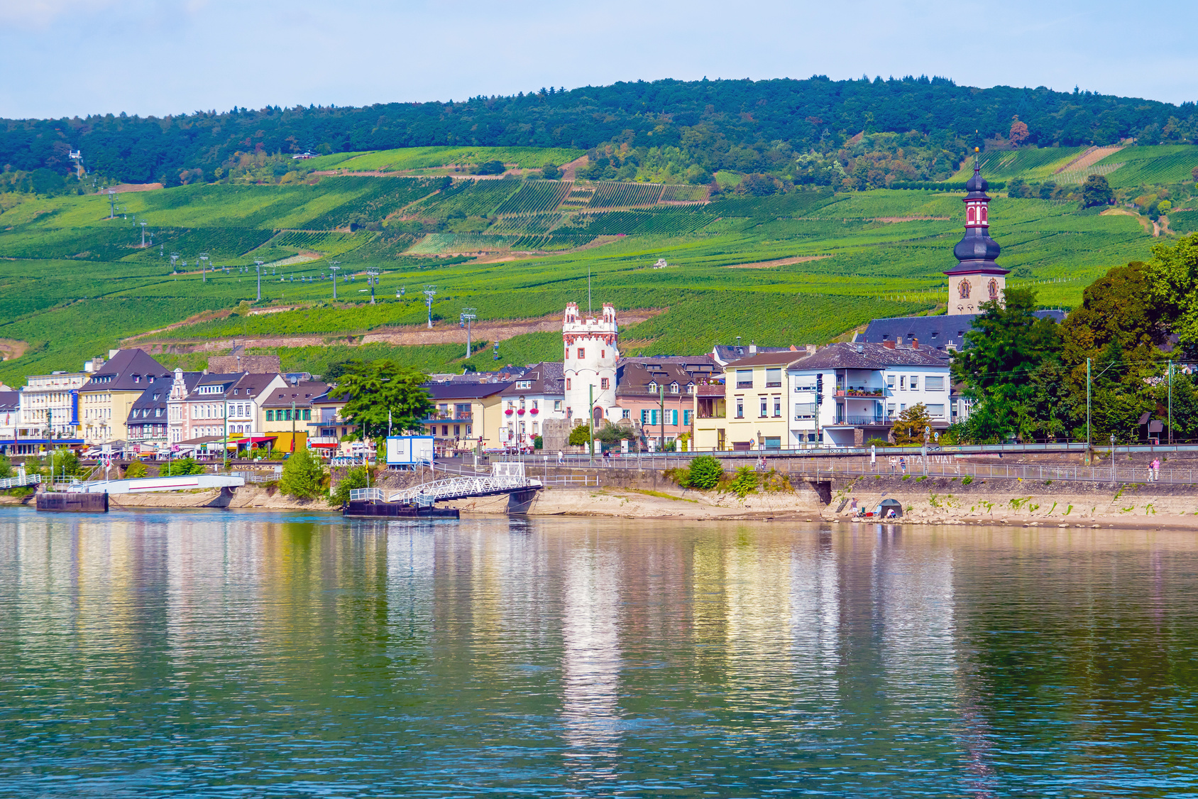 Rudesheim_town_in_the_Rhine_Gorge_140528836_Subscription_Monthly_M.jpg
