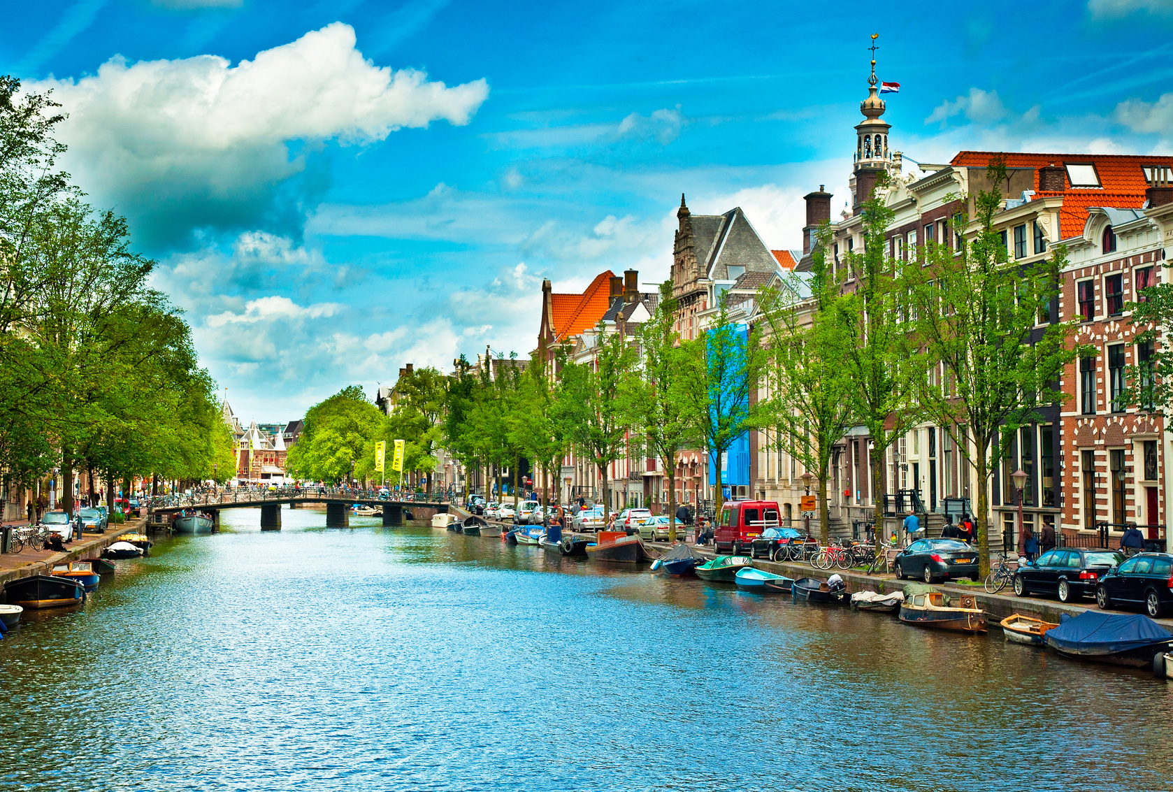 amsterdam_canals_Fotolia_62385579_Subscription_Monthly_M.jpg